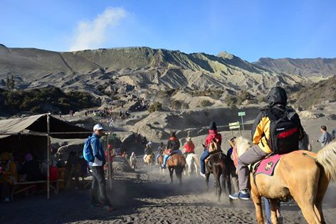 Mount Semeru Trekking – Bromo Tour- Ijen Blue Fire 6 Days 5 Nights