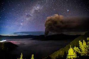 Camping on Mount Bromo (Milky Way Tour Photography)