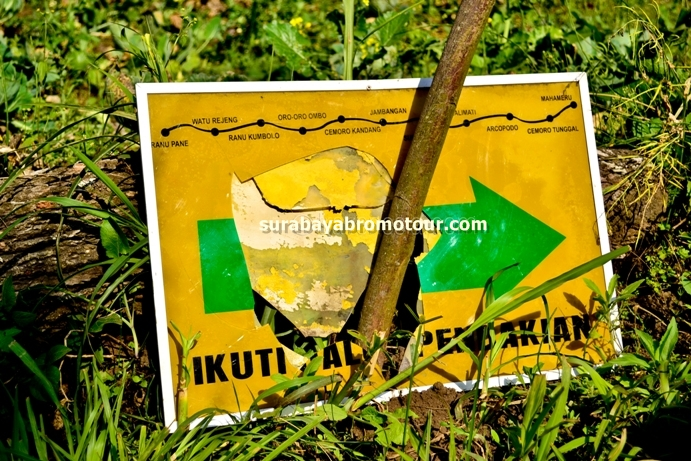 Sign To Mount Semeru